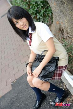 最新天然素人121413_01 制服時代 公告牌相識的女孩 玉木