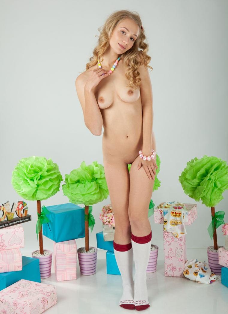 С журнала amourangels красивая блондинка