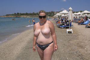 Amateur-chubby-big-tits-baywatch-style-x6xfeh9kvk.jpg